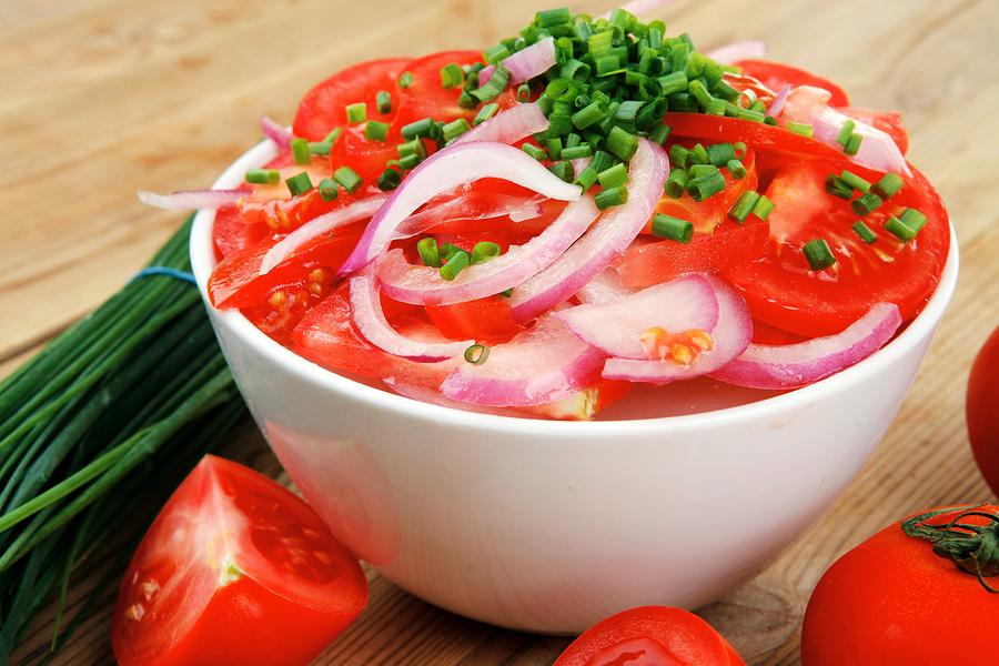 Фотографии приготовления салата в свежих помидорах
