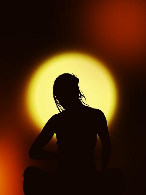 silhouette-67195_640